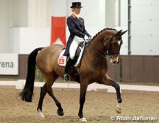 Laura ar savu Lielās Balvas zirgu Tellwell